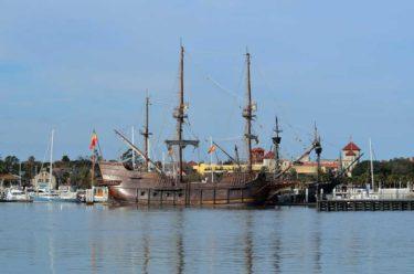 東アジアに出没していたスペインのガレオン船って、インド洋を通って本国に交易品を持ち帰ってたんじゃないの?